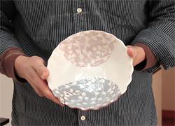 志野唐草文輪花鉢の写真